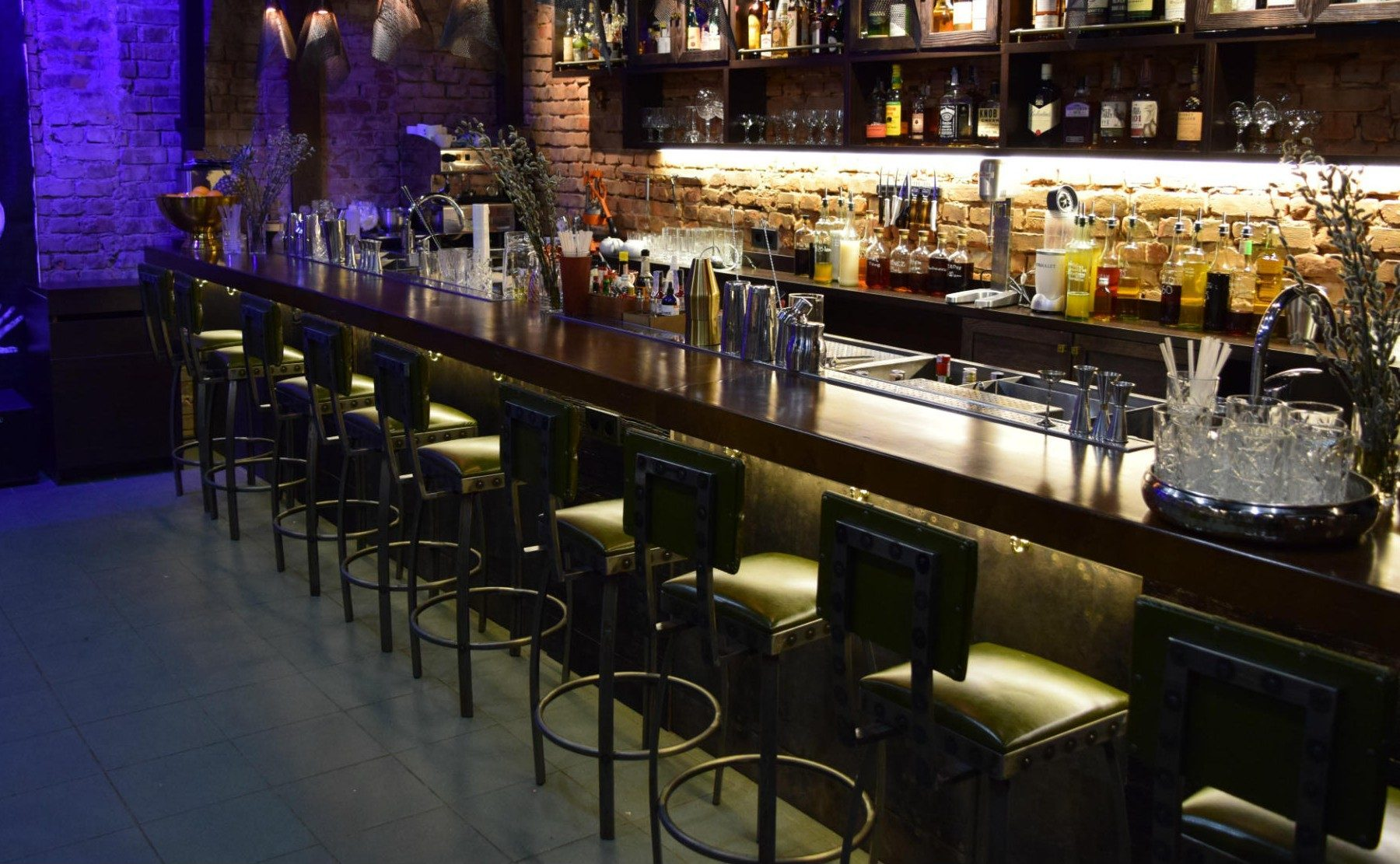 pub_furniture-owtbaokh66c5is9y67b3zhgui5wqlkn65vadsmw67a